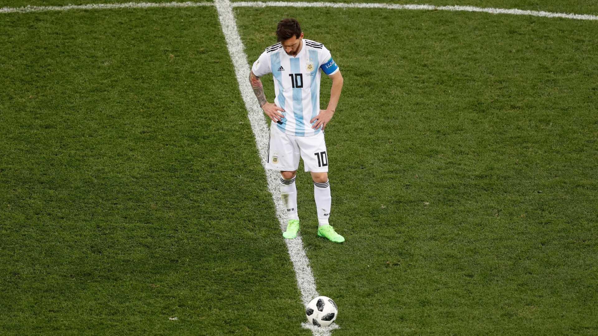 Messi não brilha e Argentina está fora da Copa