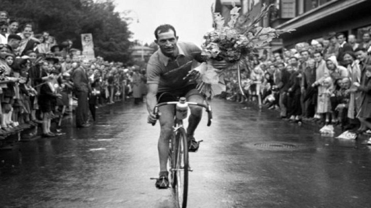 Gino Bartali: 104 anni dalla nascita di un campione del ciclismo