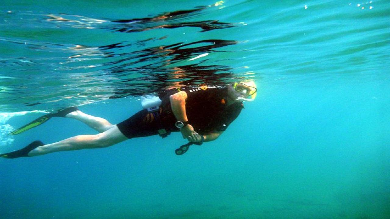 Torinese vuole denunciare Decathlon: 'Con la vostra maschera potevo annegare'