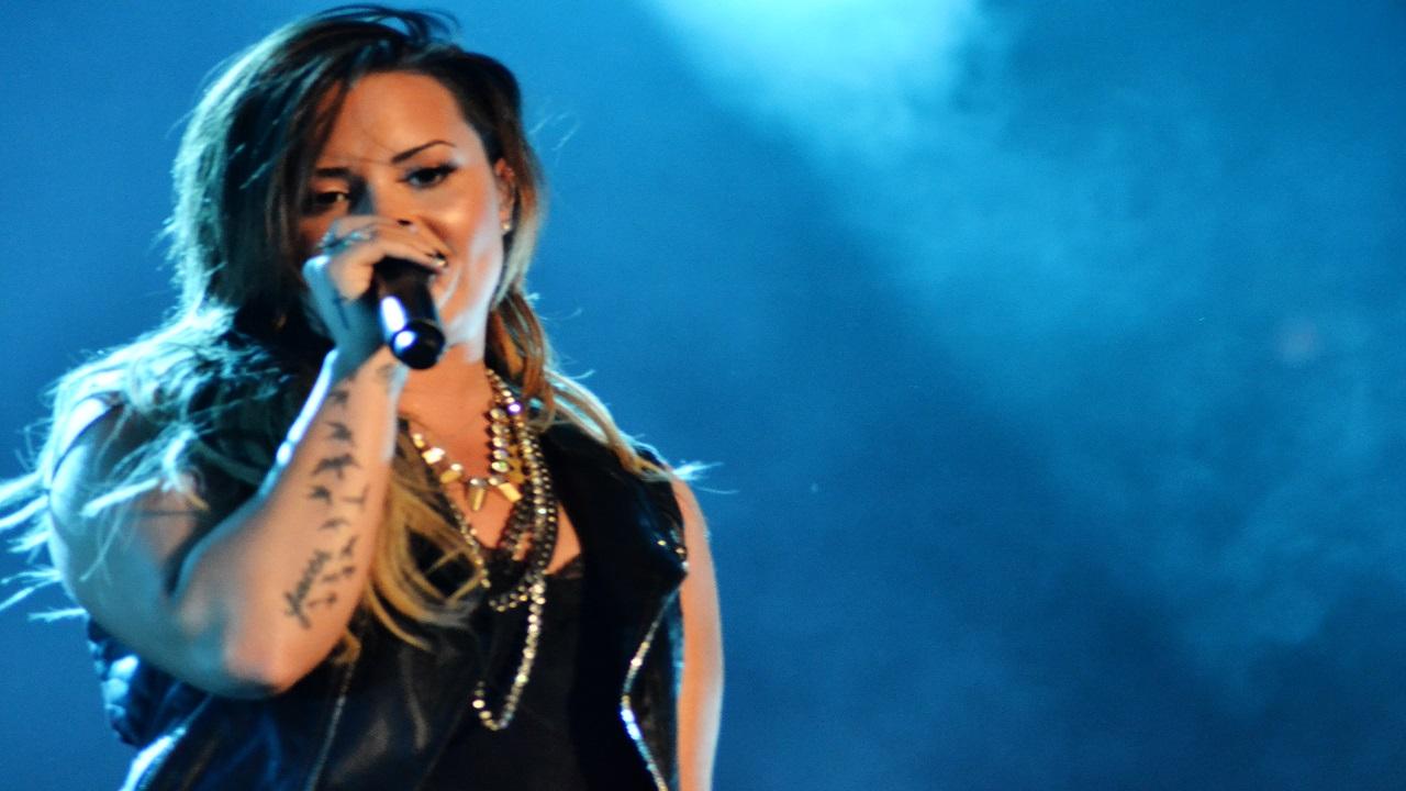 Demi Lovato in ospedale per sospetta overdose: la zia 'E' sveglia e reattiva'