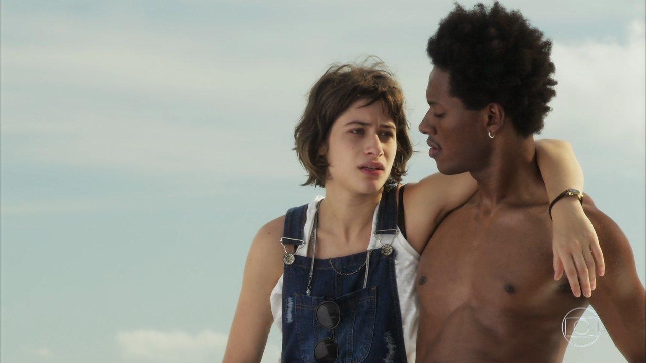 Acácio e Manuela se reconciliam, mas ele trai a viciada