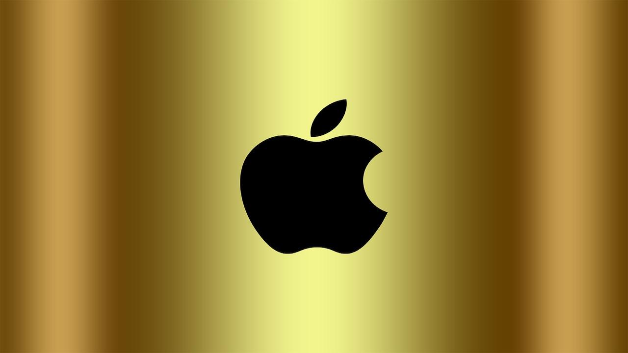 Apple makes history as it hits $1 trillion market cap