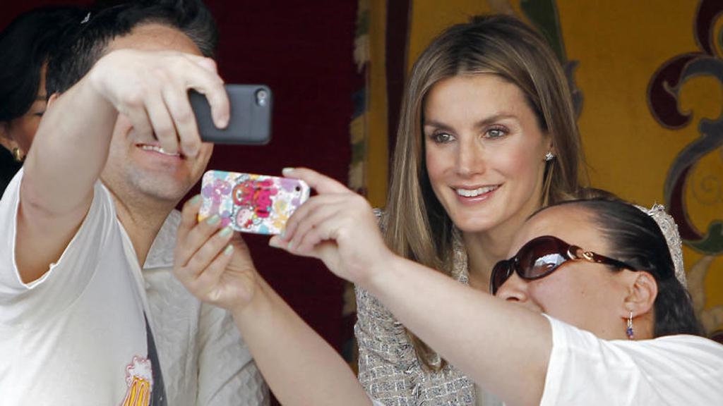 El móvil de la reina Letizia, motivo de preocupación en Zarzuela