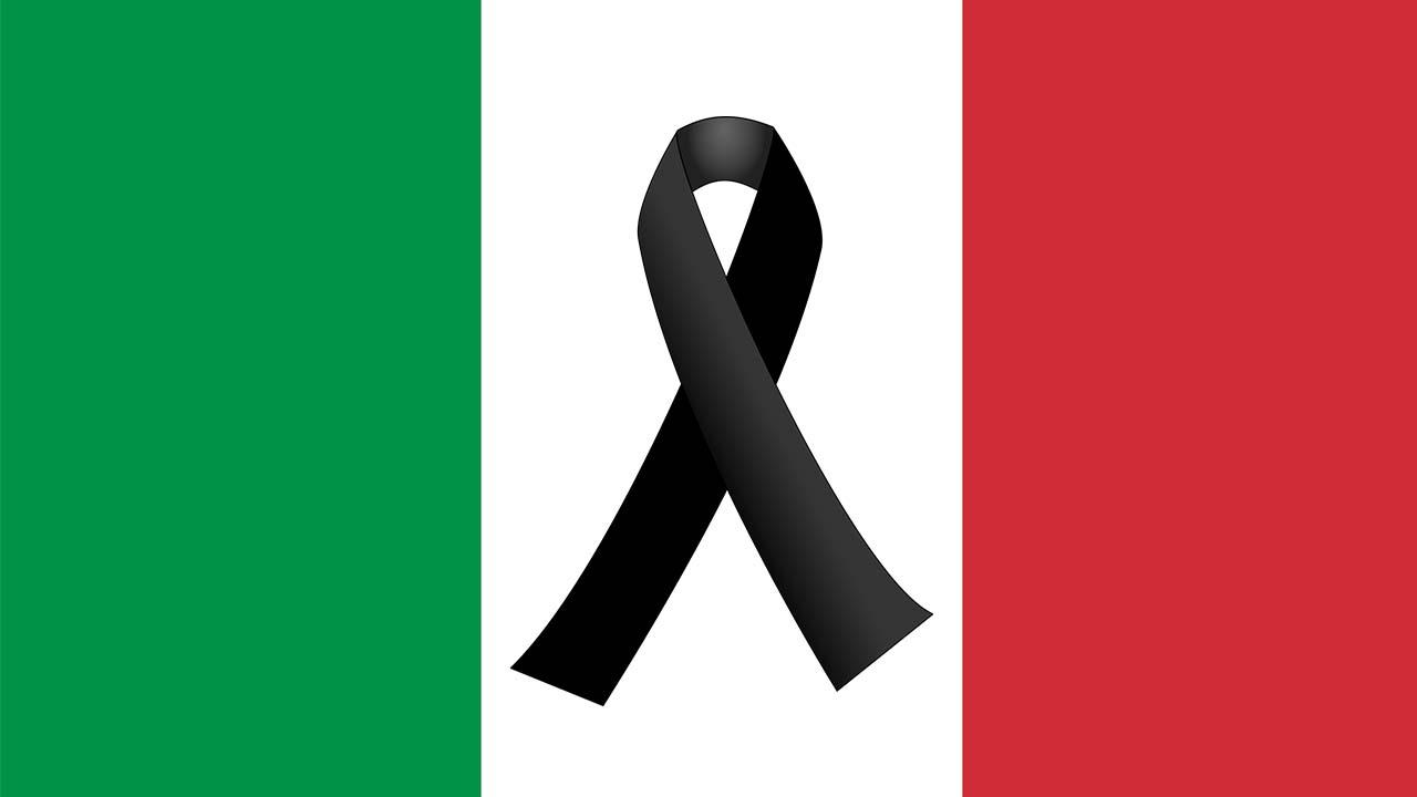 Ponte Morandi, funerali di Stato per 19 vittime: fischi per Maurizio Martina