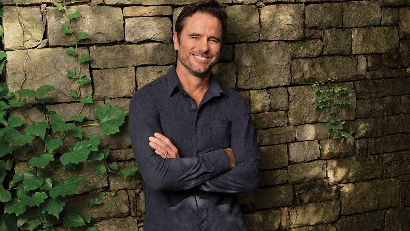 Charles Esten will not be leaving acting or his music