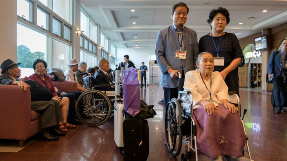 Des familles séparées se retrouvent en Corée