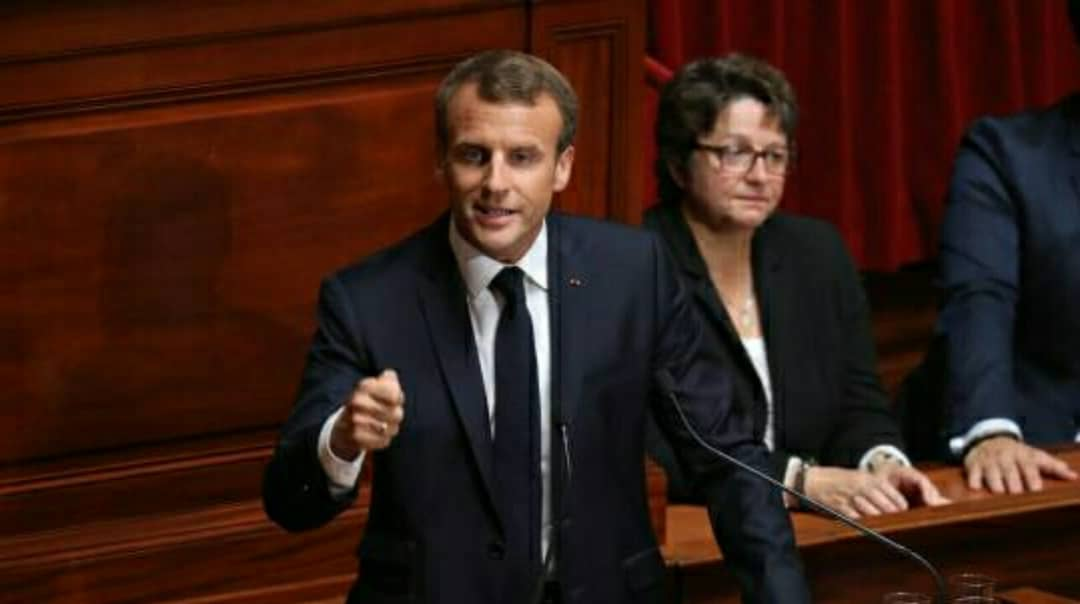 Emmanuel Macron sur le gril avec le budget 2019