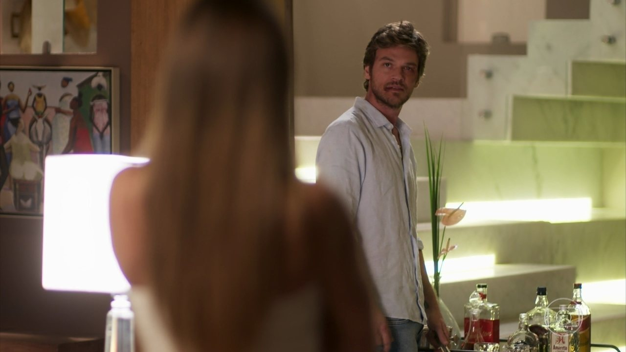Beto descobre que Karola roubou filho dele com Luzia