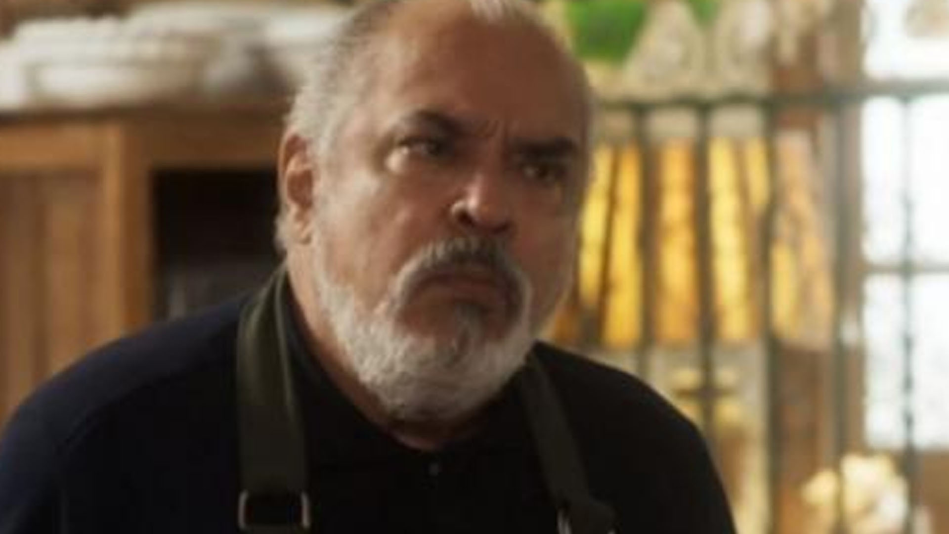 Agenor tenta roubar o restaurante de Cacau em Segundo Sol