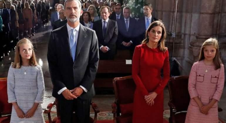 La Reina Letizia protagoniza polémica al no santiguarse en una iglesia