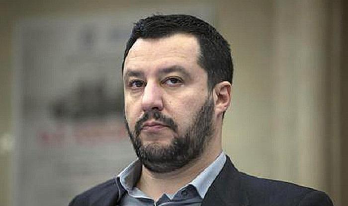 Migranti a Lampedusa, sbarcano in 184: l'ira di Matteo Salvini