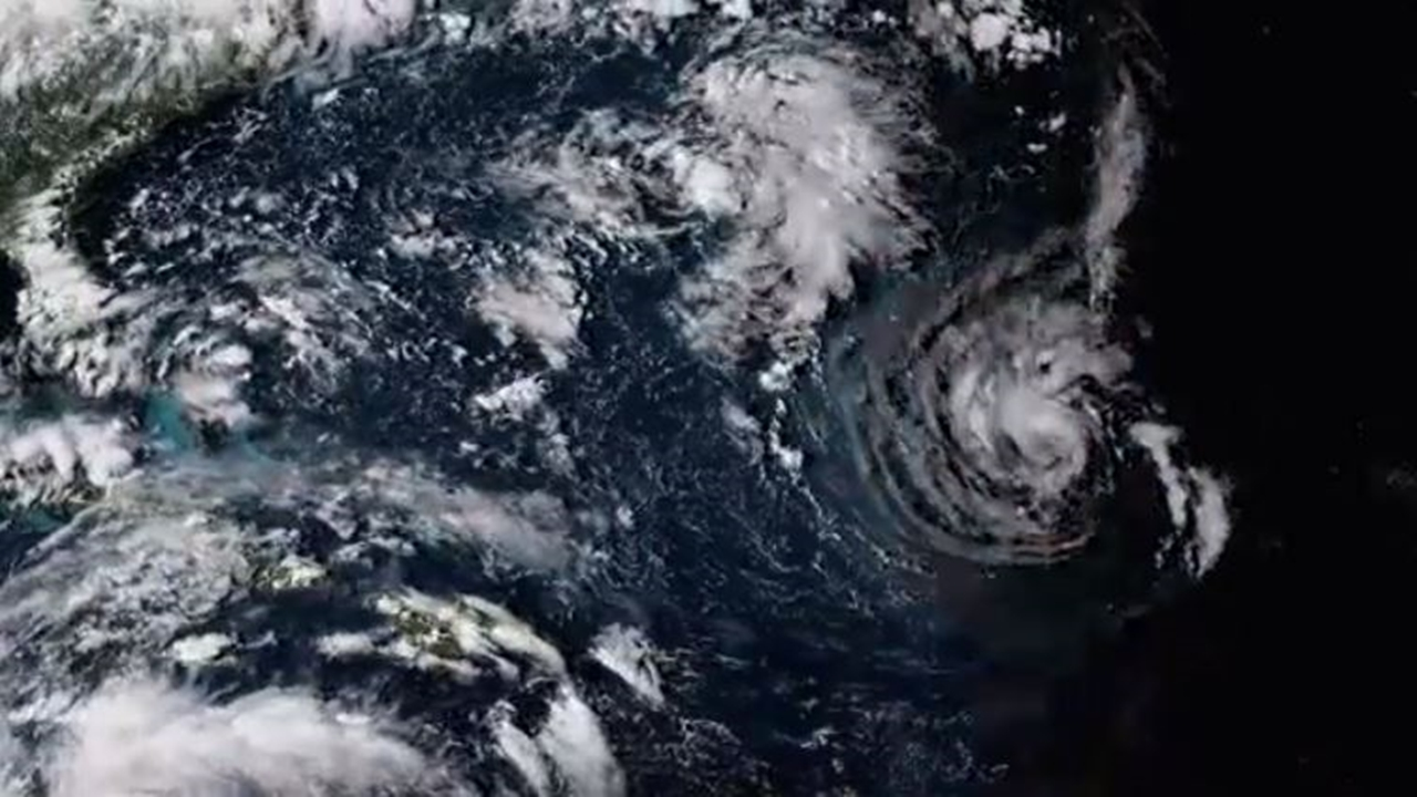 Hurricane Florence brings torrential rain and storm surges to the Carolinas