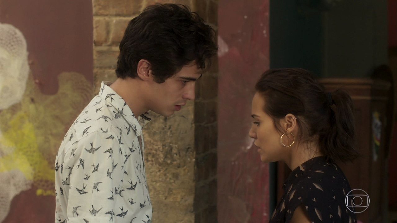 Valentim descobre mentiras e humilha Rosa