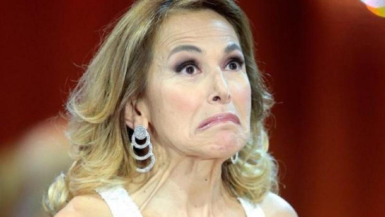 Mara Venier batte la D'Urso: Selvaggia Lucarelli ironizza su flop Domenica Live