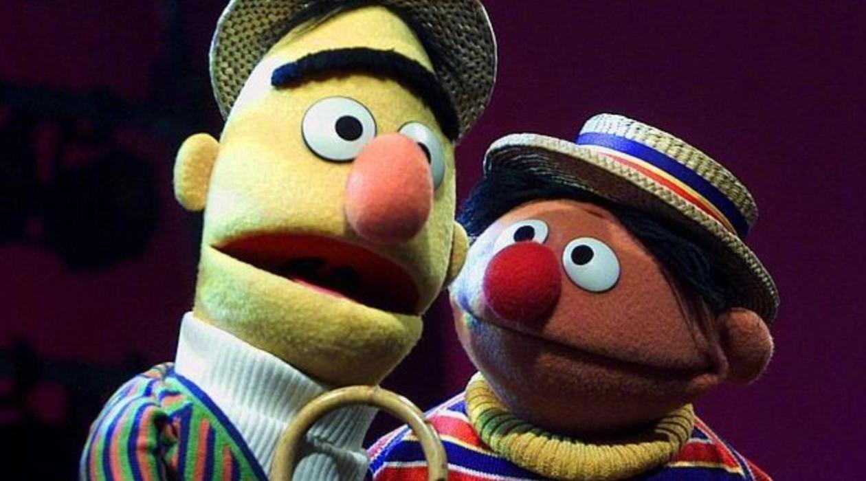 Epi y Blas eran homosexuales, según un guionista de Barrio Sésamo