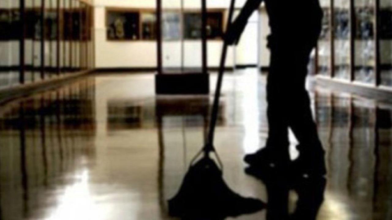Reggio Emilia, indagato un bidello: avrebbe stuprato un bambino di 4 anni