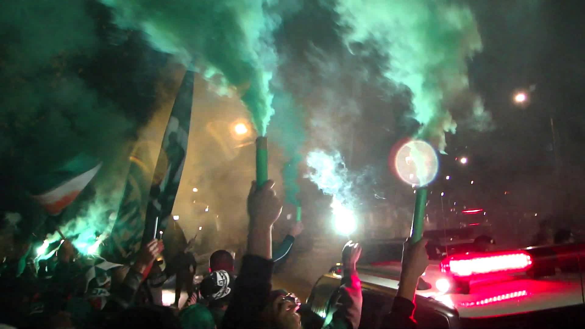 Torcedora do Coritiba tira sarro do rival Paraná