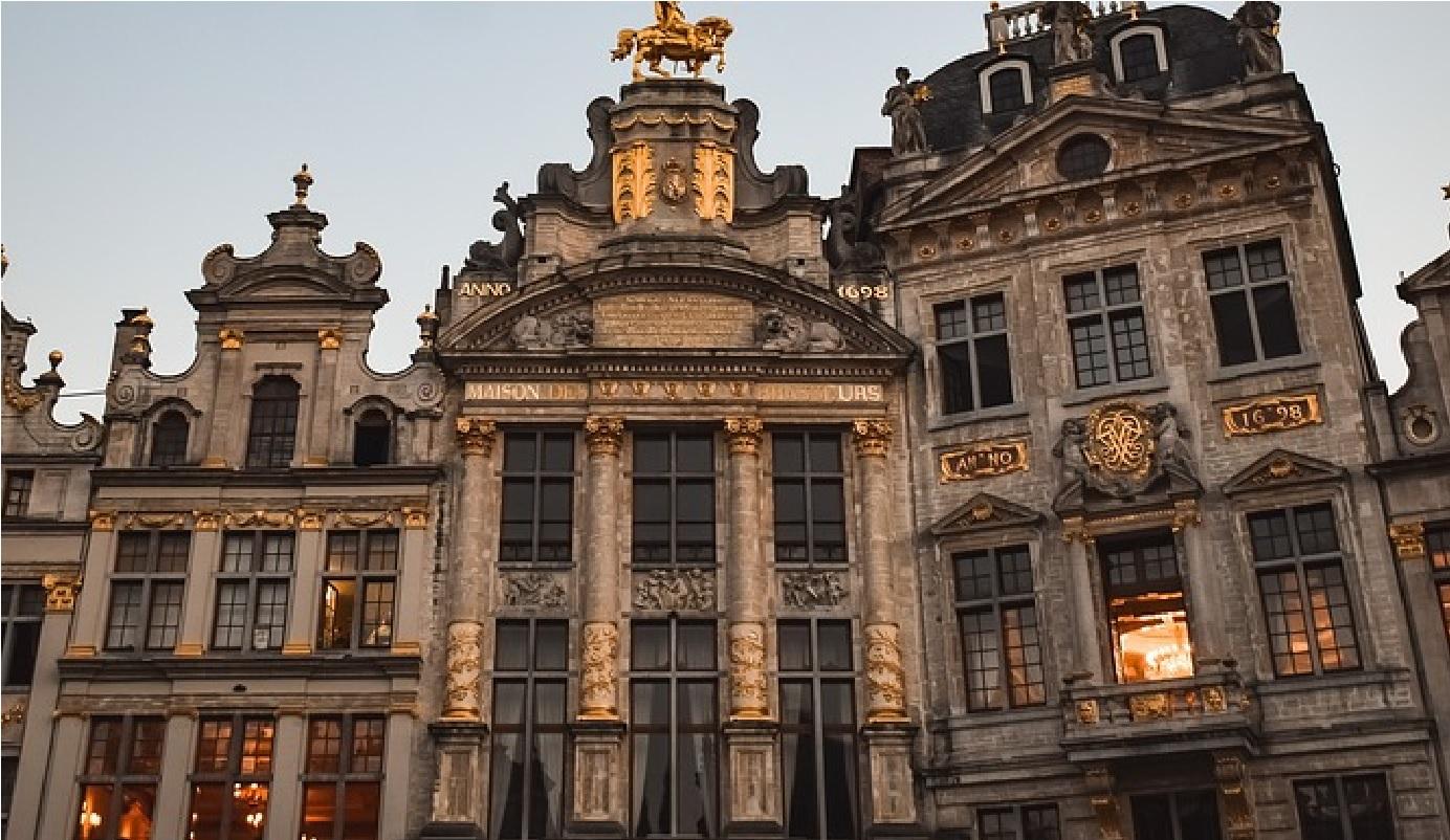 Bruxelles, non solo riunioni: negozi, architettura e cibo