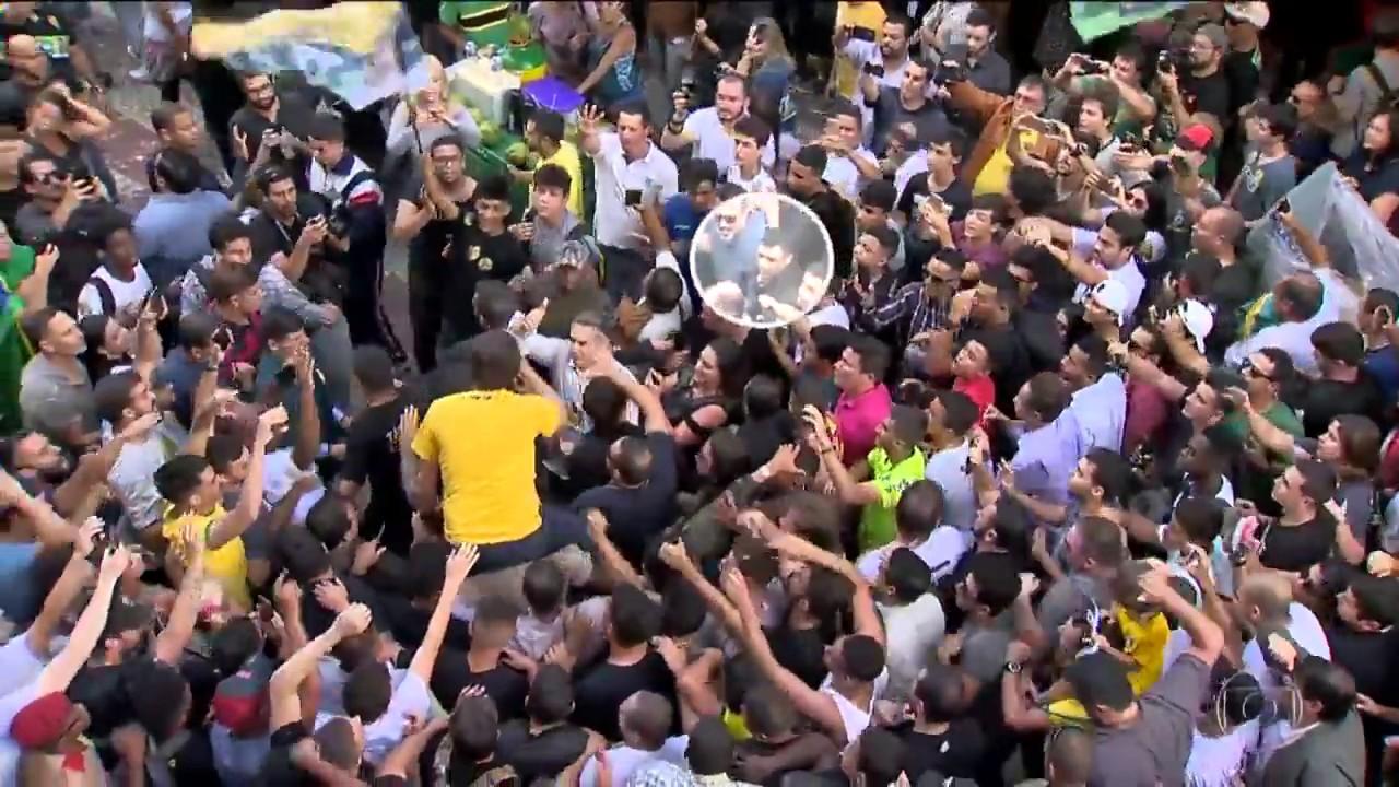 Novas imagens mostram que Adélio tentou acertar Bolsonaro antes