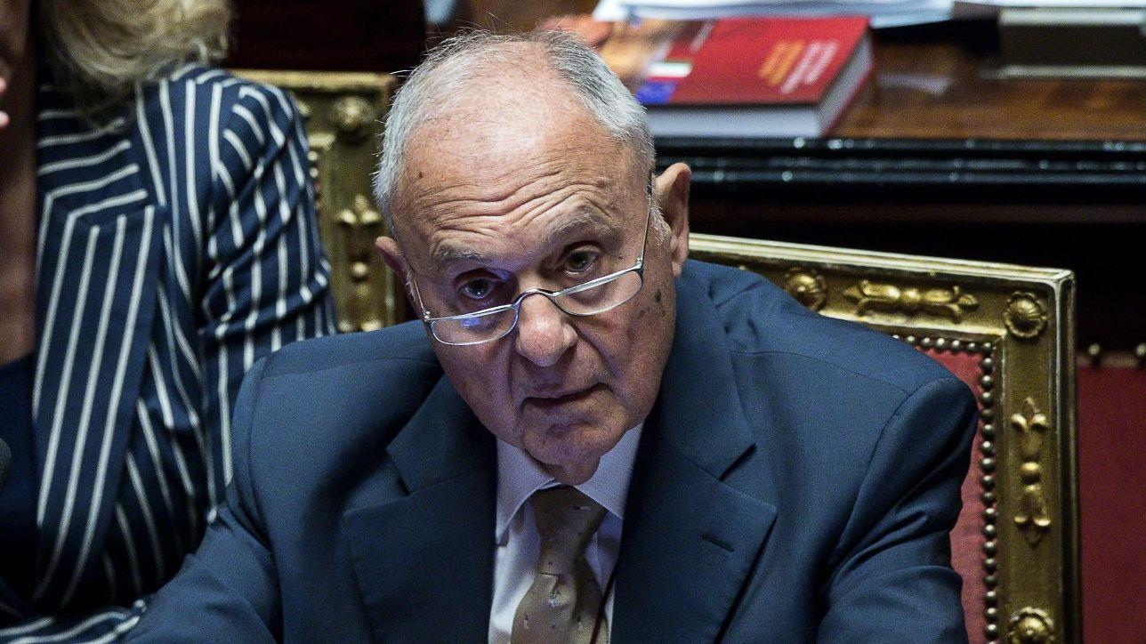 Savona esprime le sue perplessità alle nomine dei successori di Juncker e Draghi