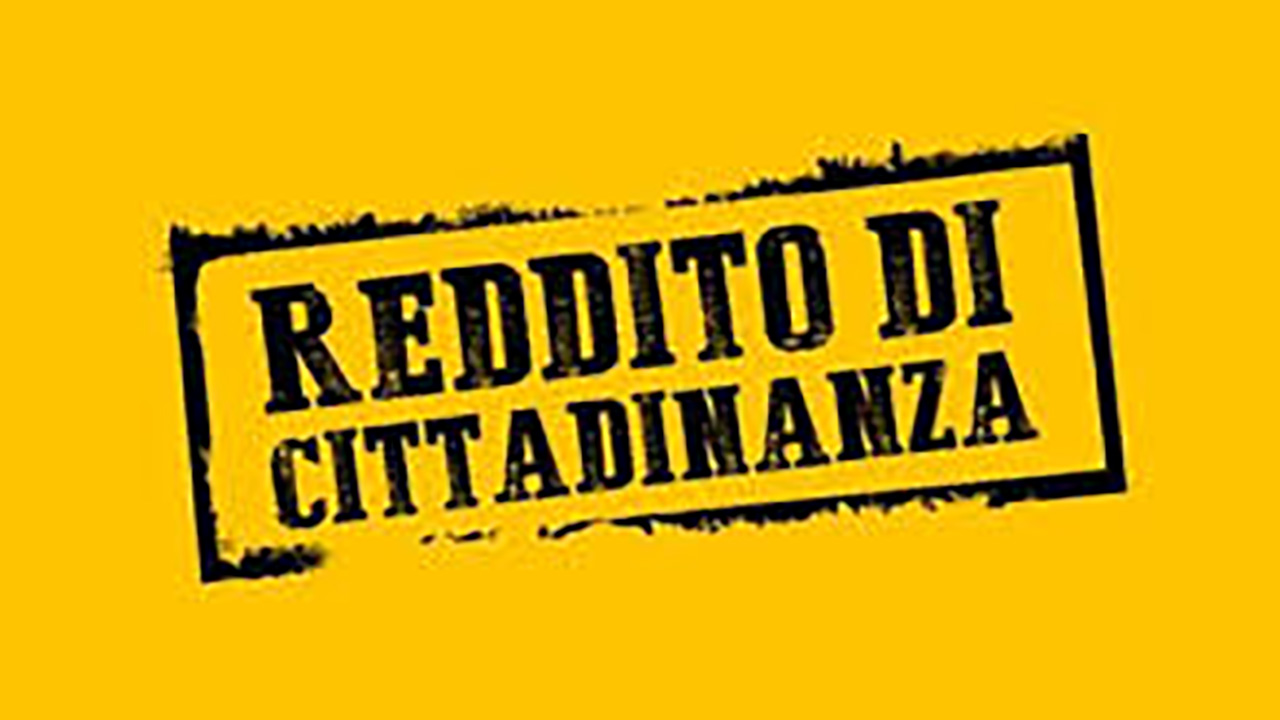 Reddito di Cittadinanza, a Torino rom e stranieri in coda per l'assegno