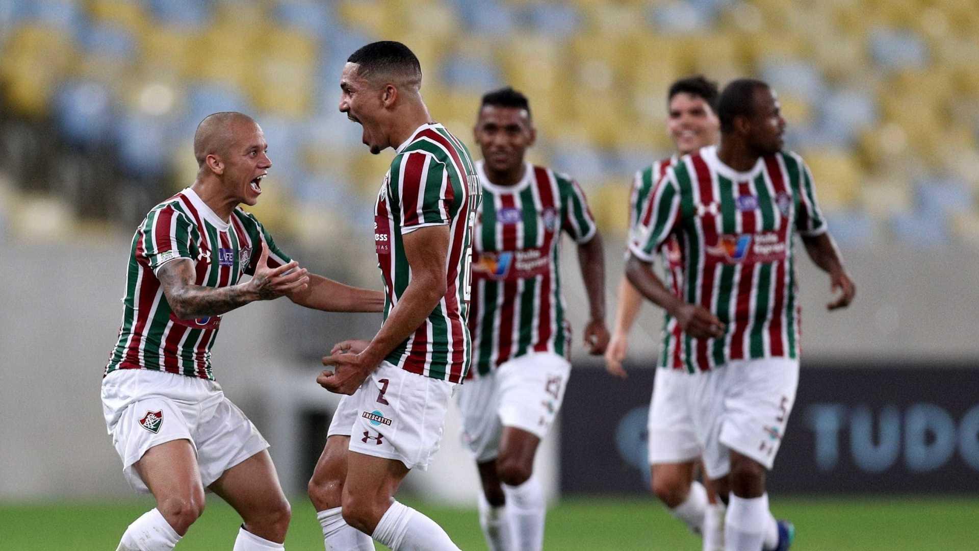 Fluminense goleia e cola no G6 do Brasileirão
