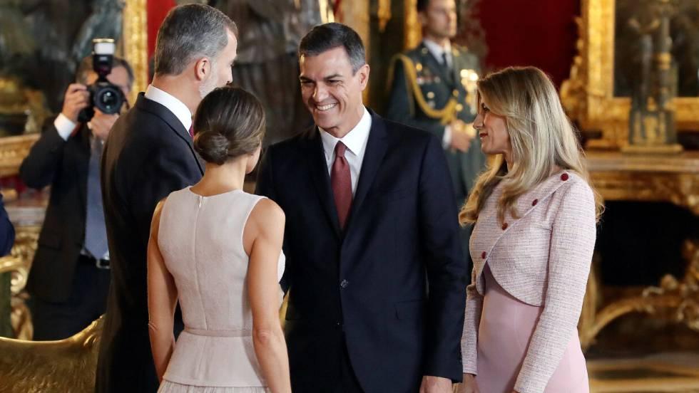 Sánchez y su grave error de protocolo ante el Rey Felipe VI el 12-O