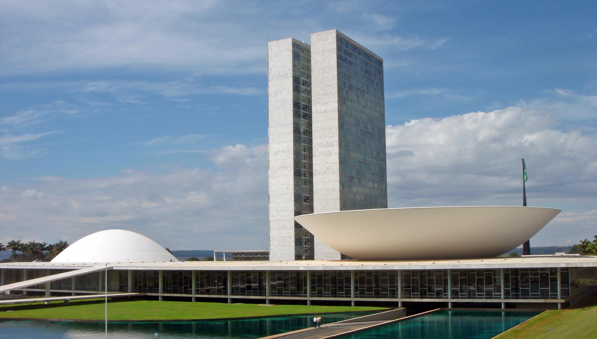 Haddad tenta convencer Joaquim Barbosa a se unir a ele contra Bolsonaro