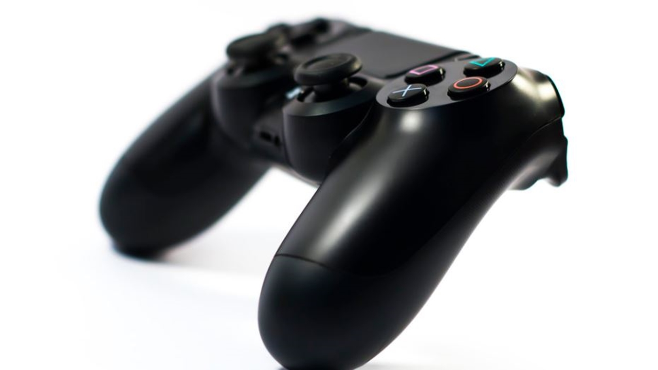 PS4 messaging bug means players should change privacy settings.