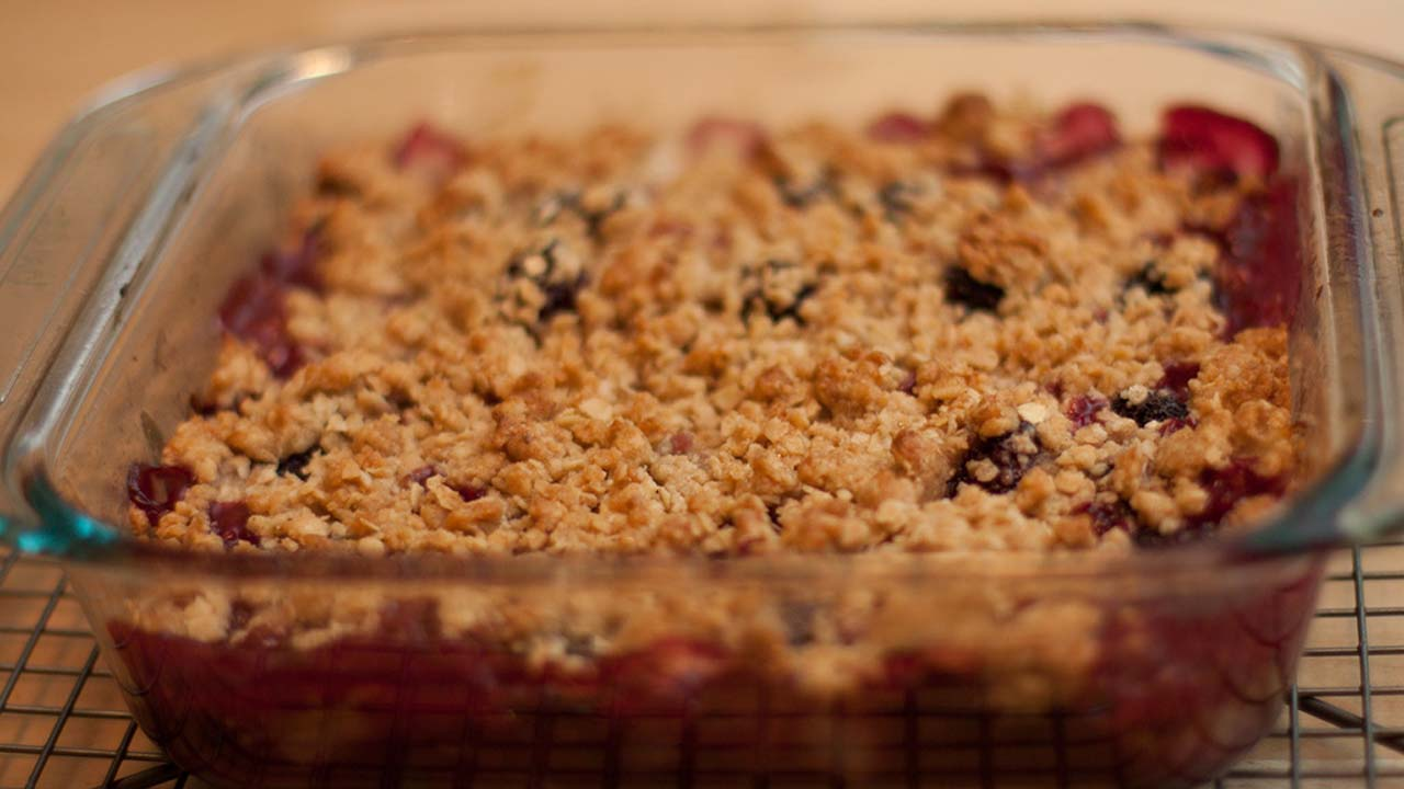 Easy blackberry crumble recipe to make at home