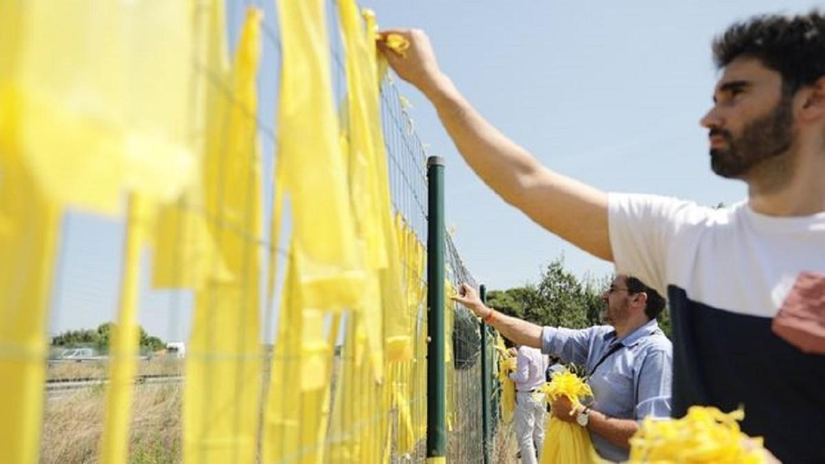 El Congreso rechaza la propuesta de prohibir los lazos amarillos