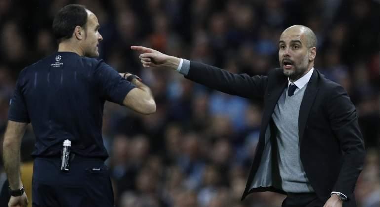 El árbitro Mateu Lahoz reafirma su nacionalidad al pitar a Guardiola