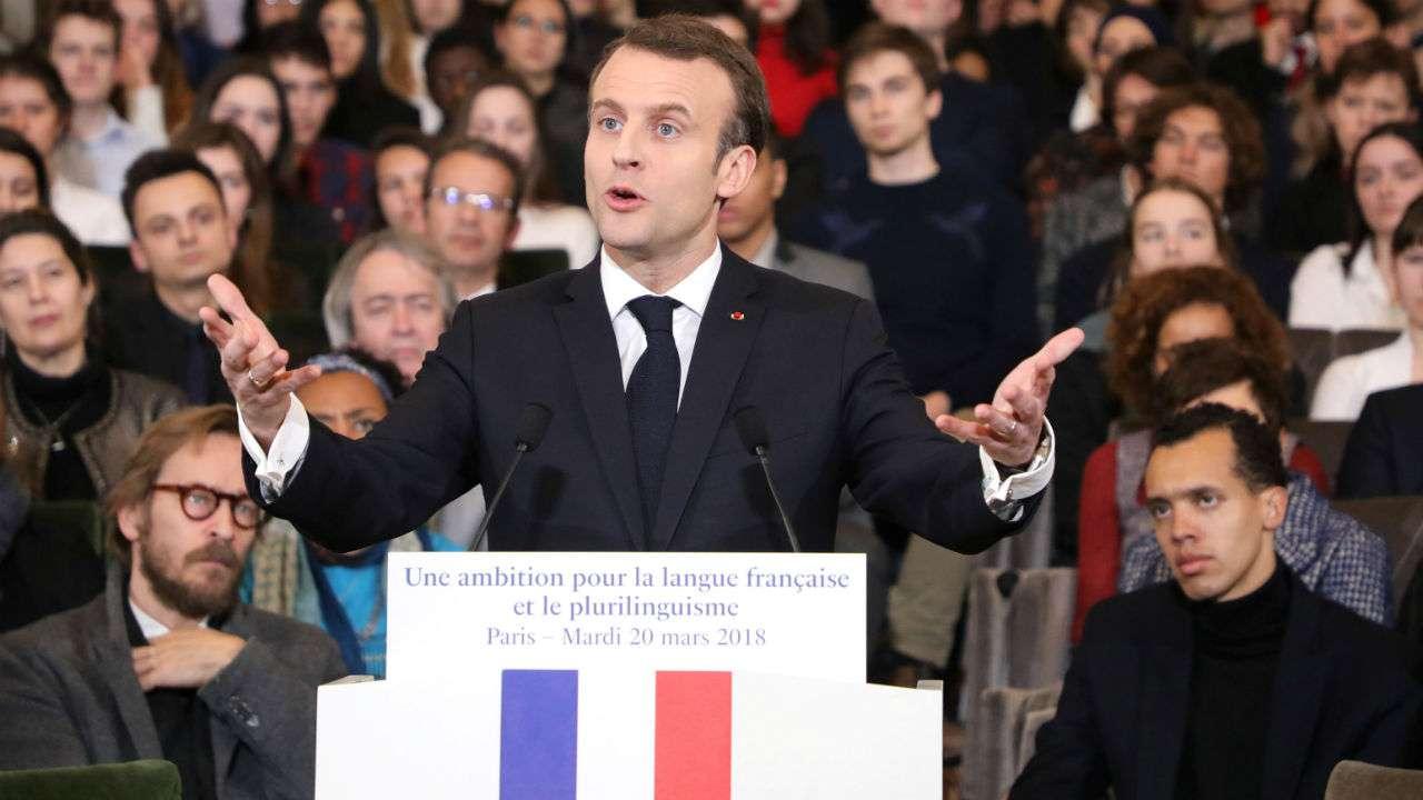 Emmanuel Macron répond aux 'Gilets jaunes' lors d'un discours