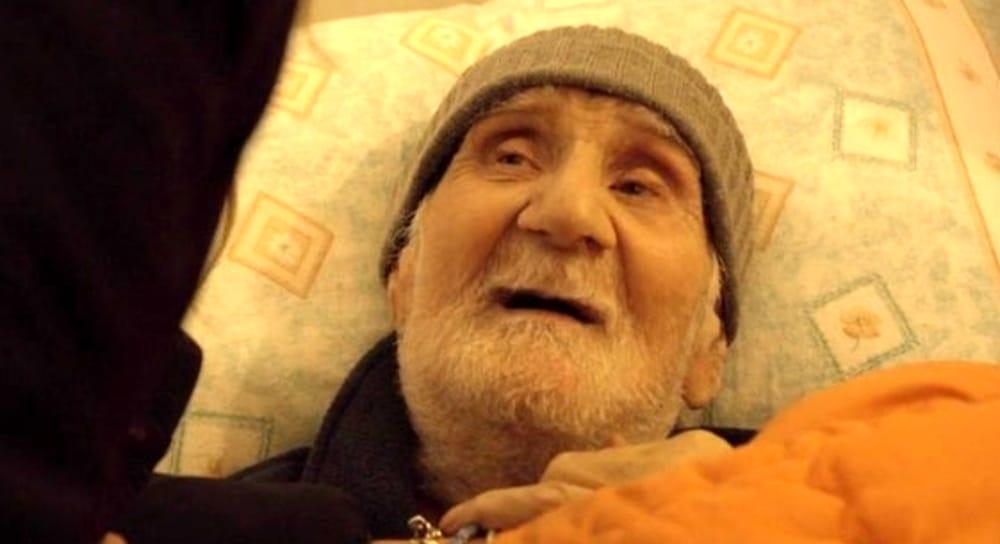 Si spegne Nonno Mariano, il 91enne malato e sfrattato dalla sua casa
