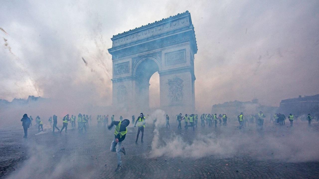 Gilet Gialli: rischio colpo di Stato in Francia, impiegati 89.000 agenti