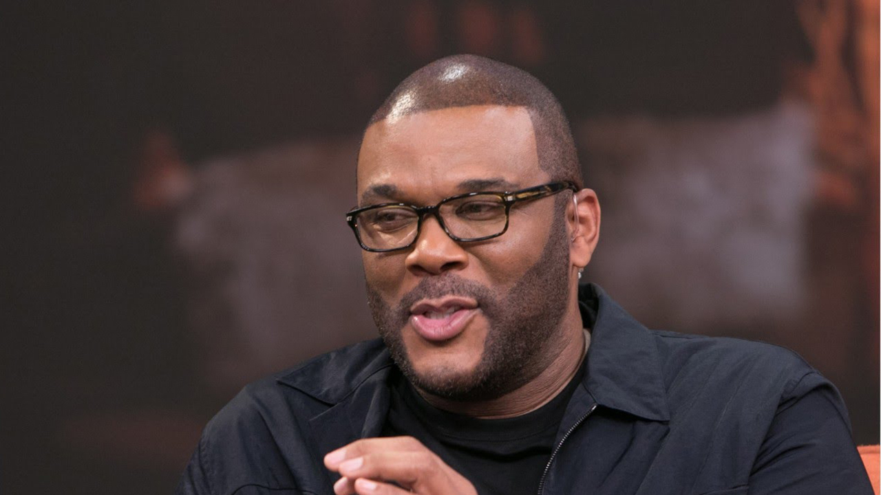 Tyler Perry makes Christmas bright for some Atlanta residents