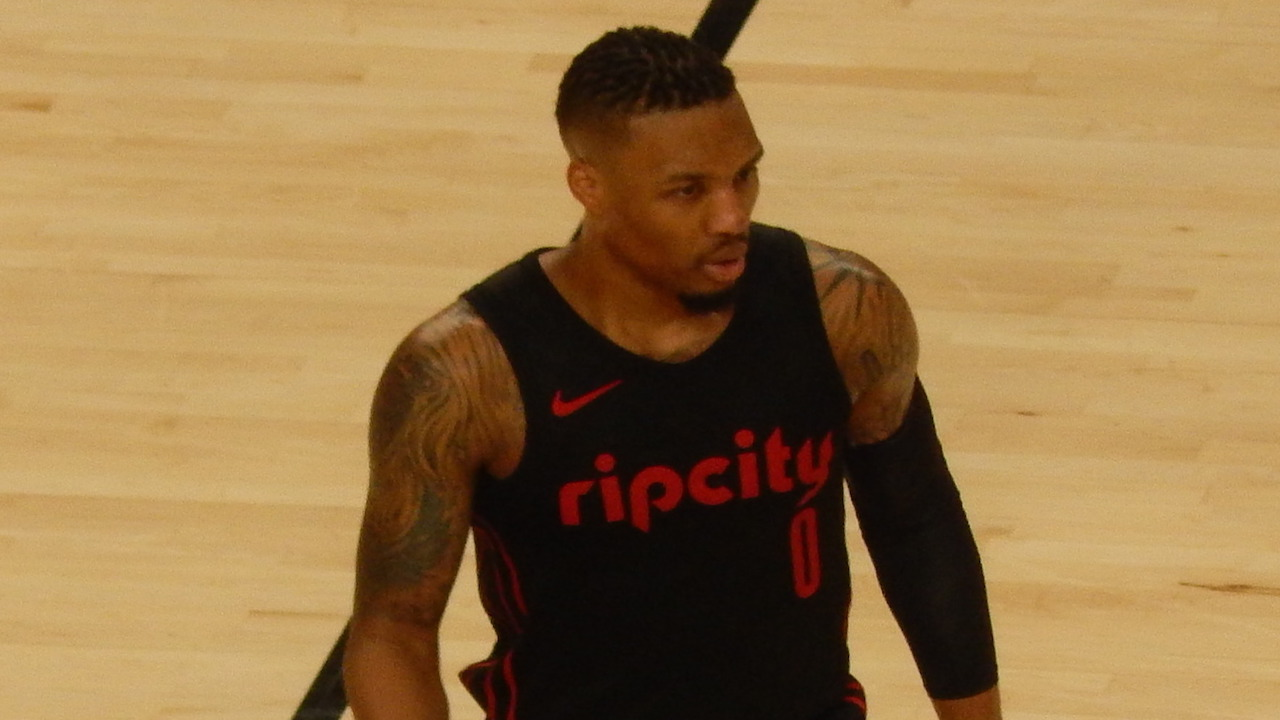 Blazers' Damian Lillard mentioned in Lakers trade rumors on SportsCenter