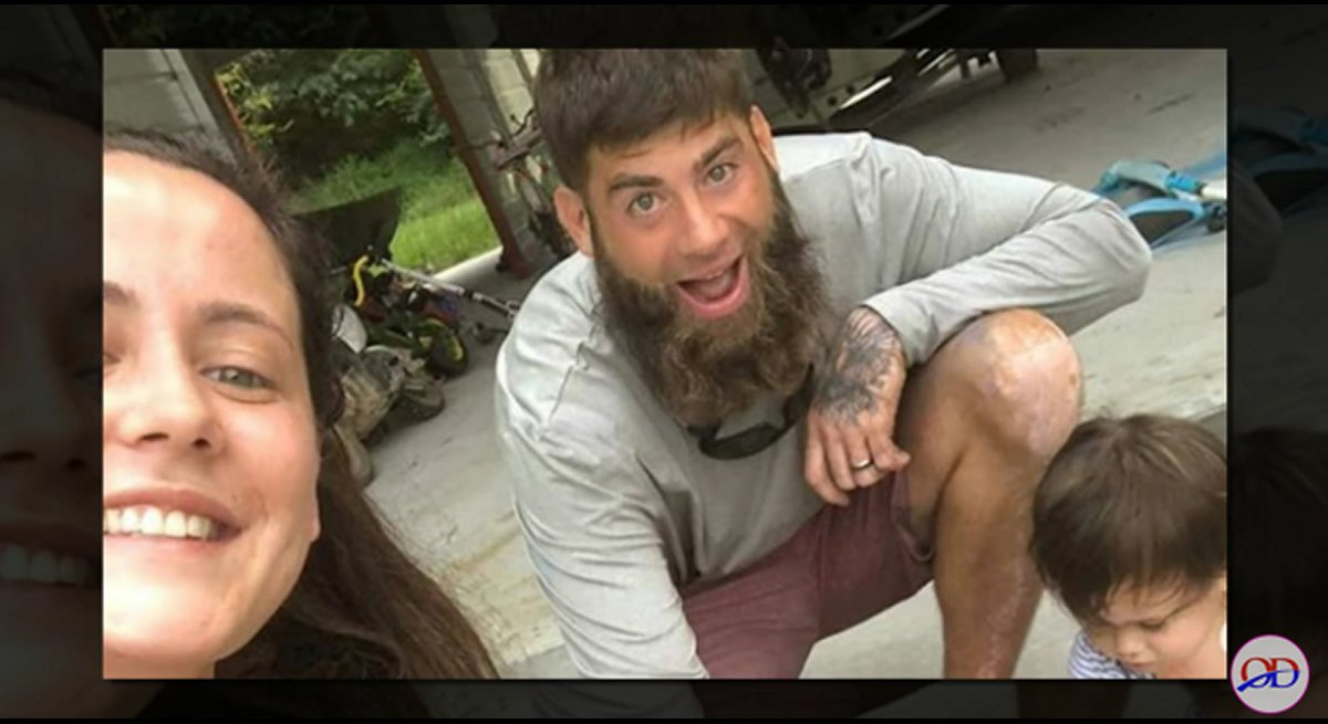 Teen Mom 2 ex-star David Eason stabs self playing with a knife