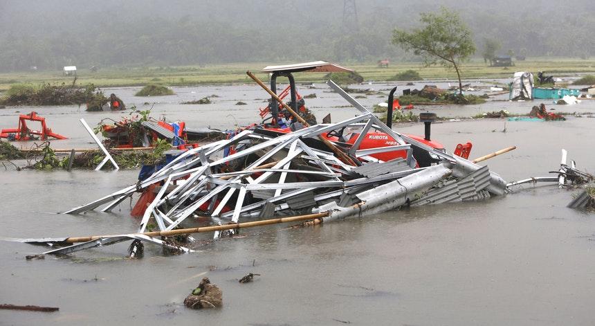 Tsunami deixa centena de mortos na Indonésia