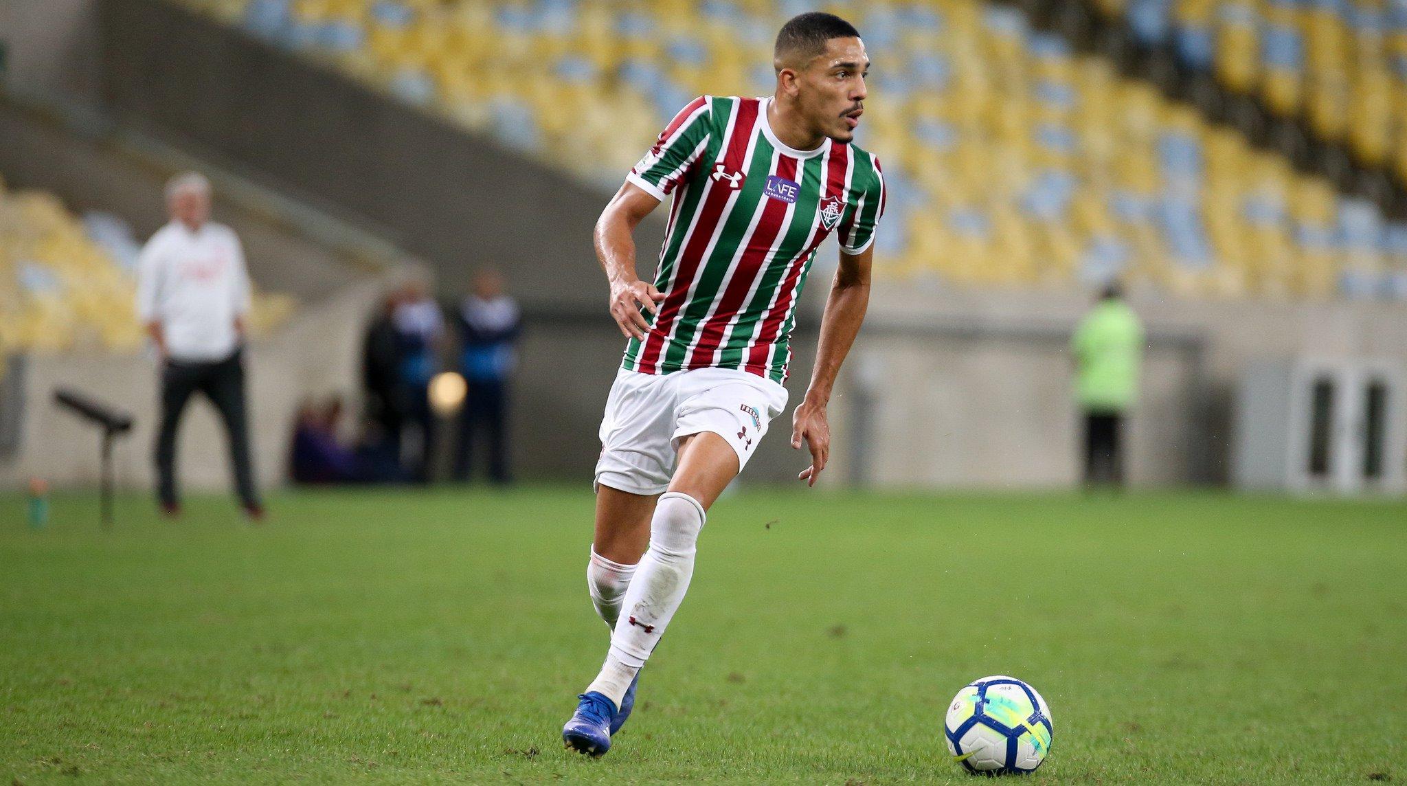 Gilberto deve ficar no Fluminense por mais uma temporada