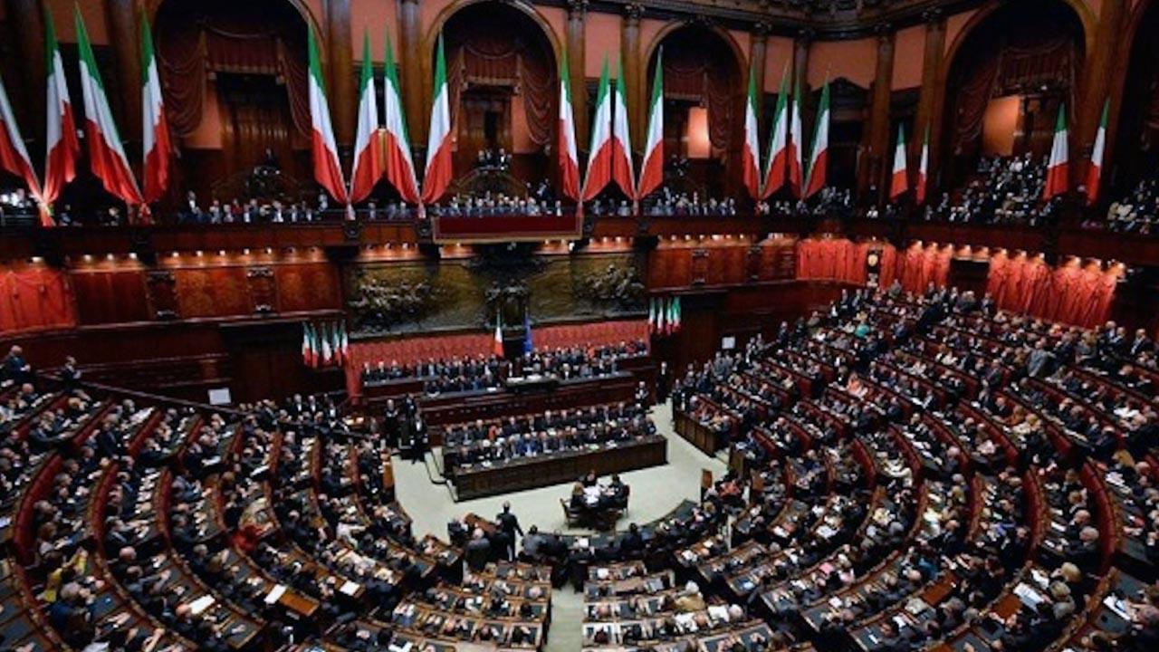 Legge di bilancio 2019 la camera vota la fiducia for Tv camera deputati