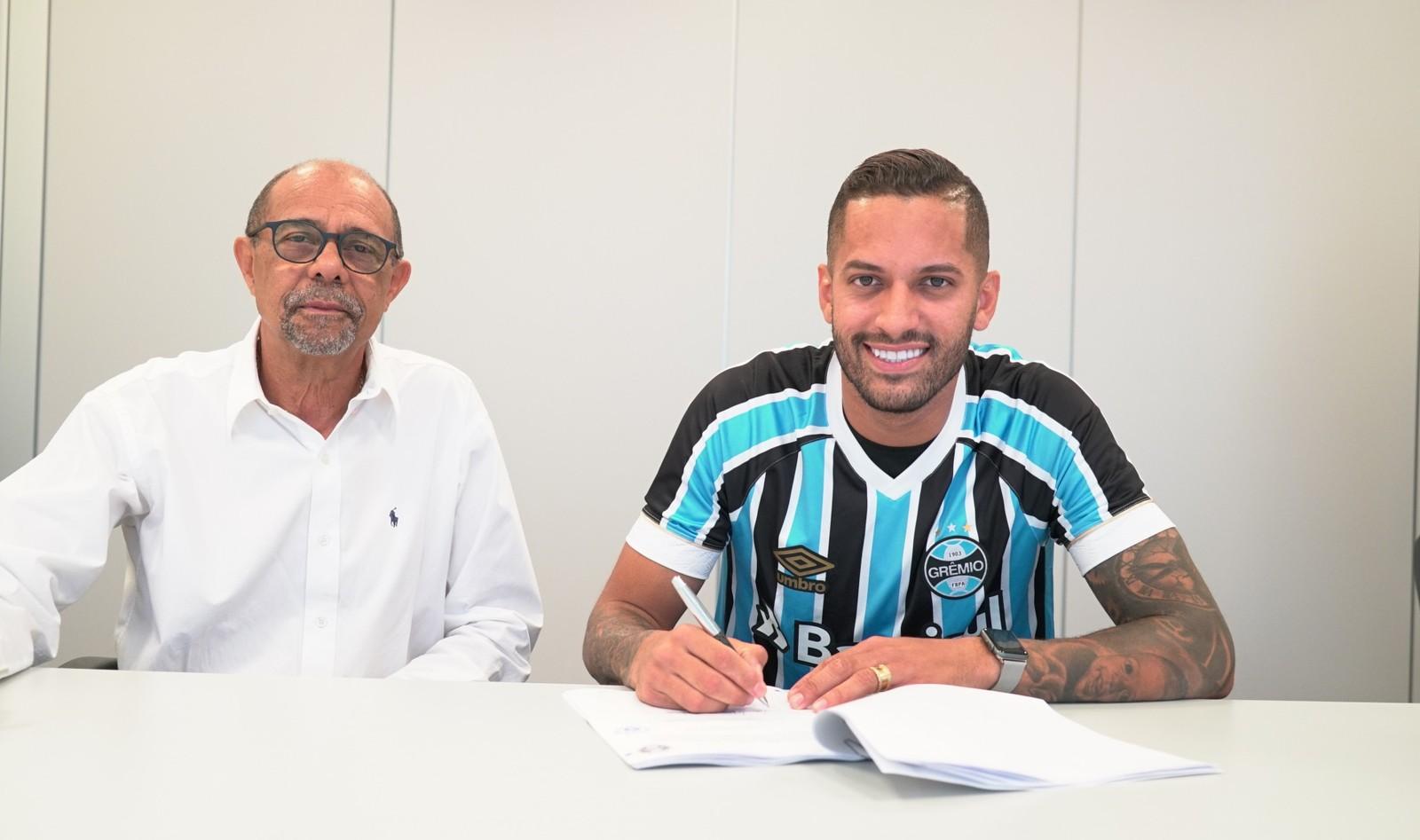 Grêmio anuncia a contratação de Rômulo, ex-Flamengo
