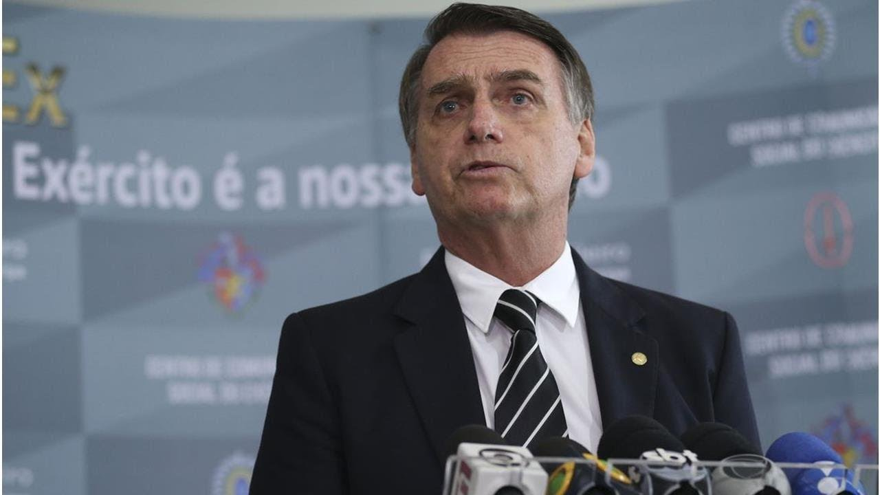 Bolsonaro tem duvidas sobre a fusão da Embraer com a Boeing