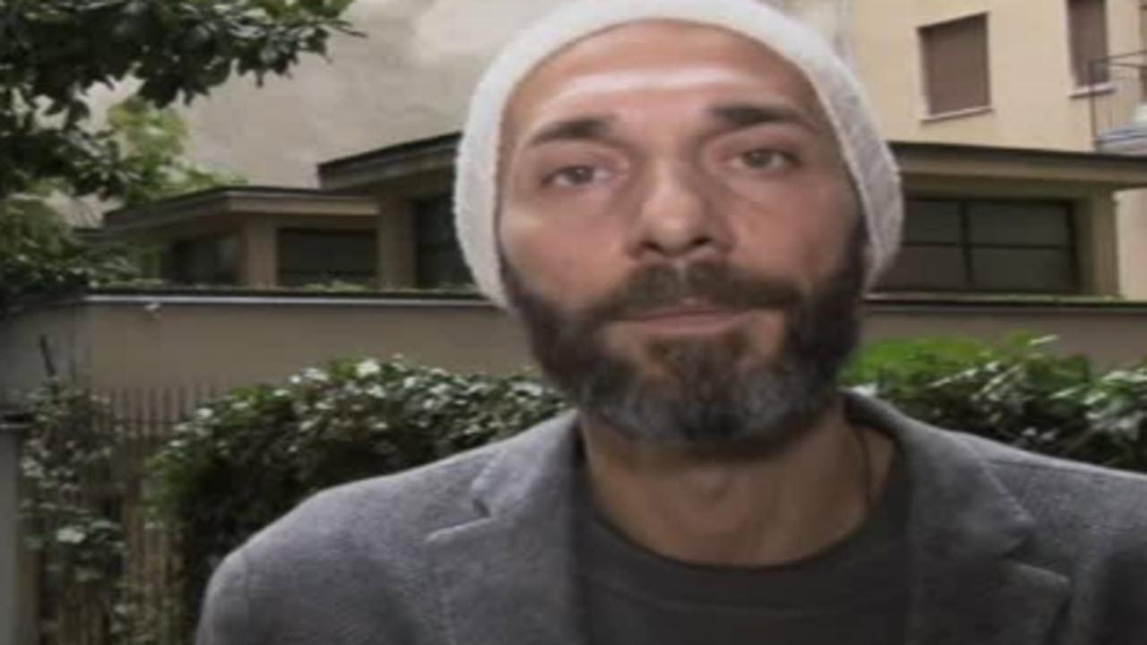 Milano, video di Striscia la Notizia: indumenti dei senzatetto gettati via