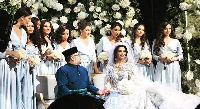 Muhammad V abdica para casarse con una modelo rusa