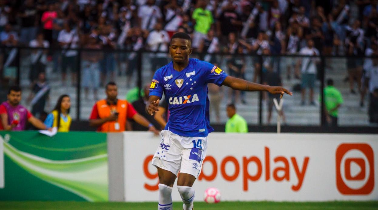 Jovem zagueiro do Cruzeiro é detido em Belo Horizonte com maconha