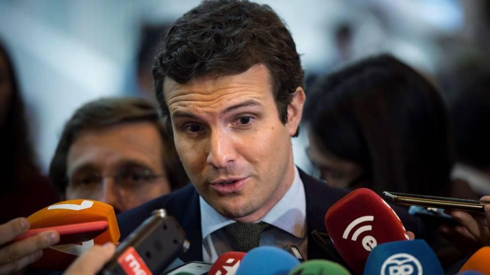 Casado propone una liberalización del taxi para financiar sus licencias