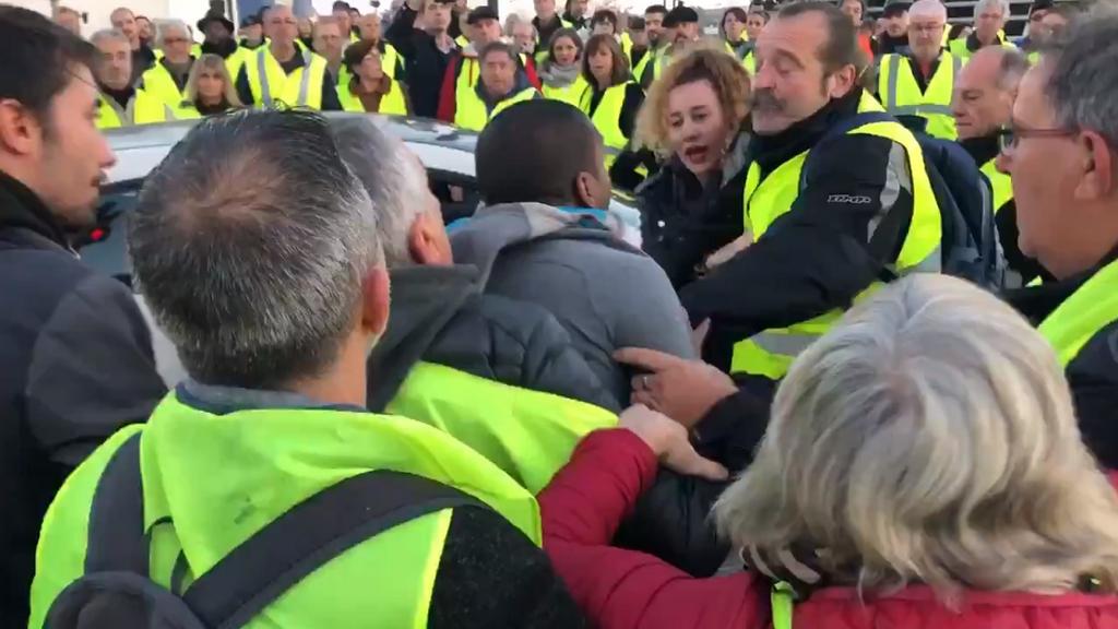 Emmanuel Macron dénonce la 'naïveté' des médias face aux gilets jaunes