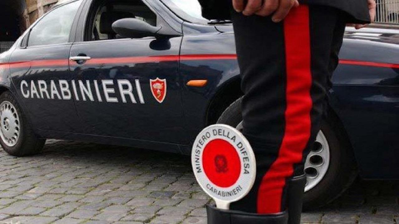 Roma, arrestato 51enne: ha tentato di truffare un africano con il trucco della saponetta