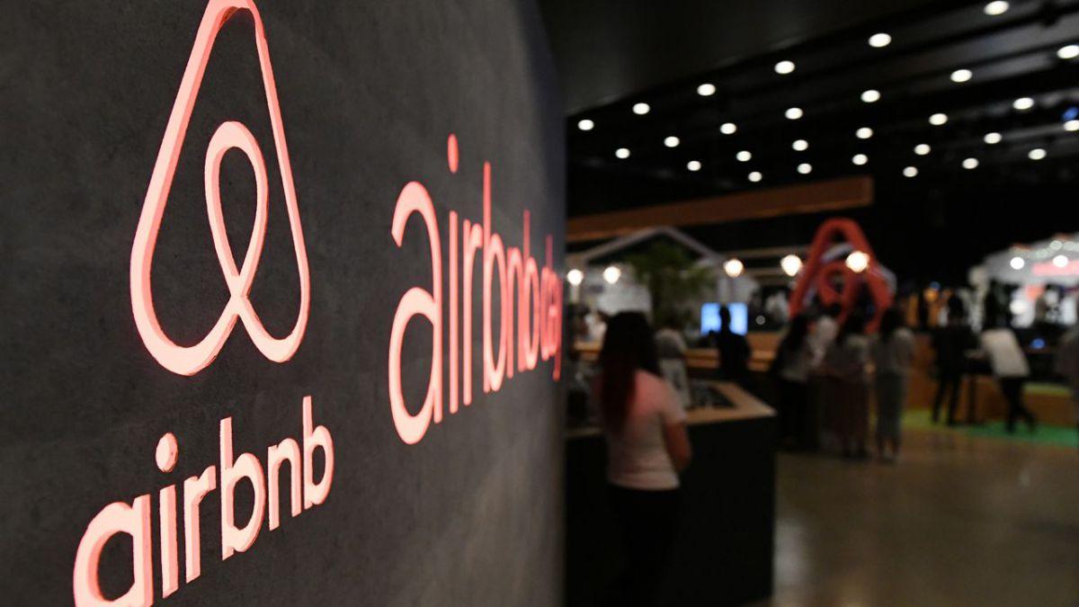 La mairie de Paris attaque Airbnb en justice et réclame une amende record